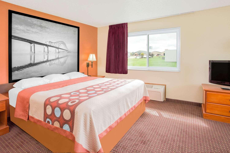 Suite - Super 8 Hotel Waverly