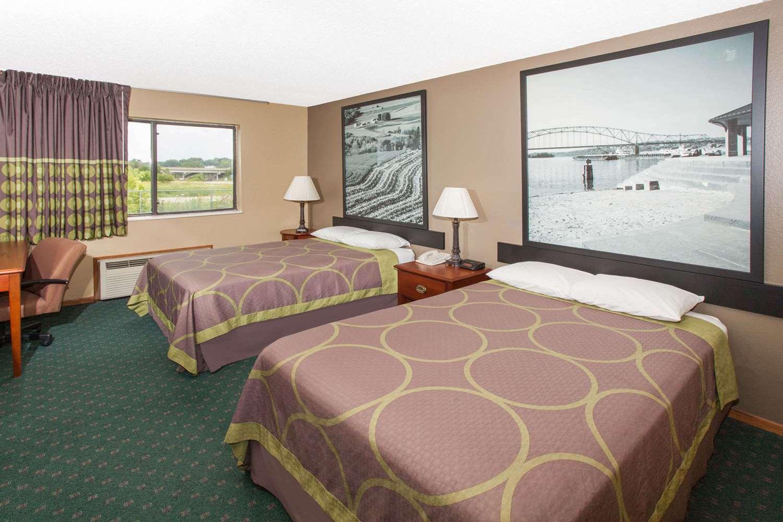 Room - Super 8 Hotel Anamosa