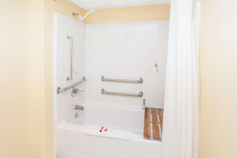 Room Super 8 Hotel Anamosa