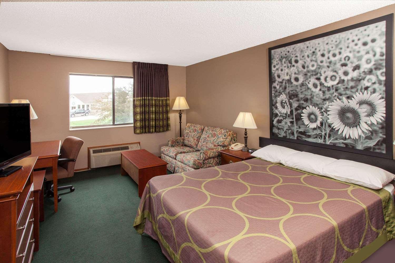 Suite - Super 8 Hotel Anamosa