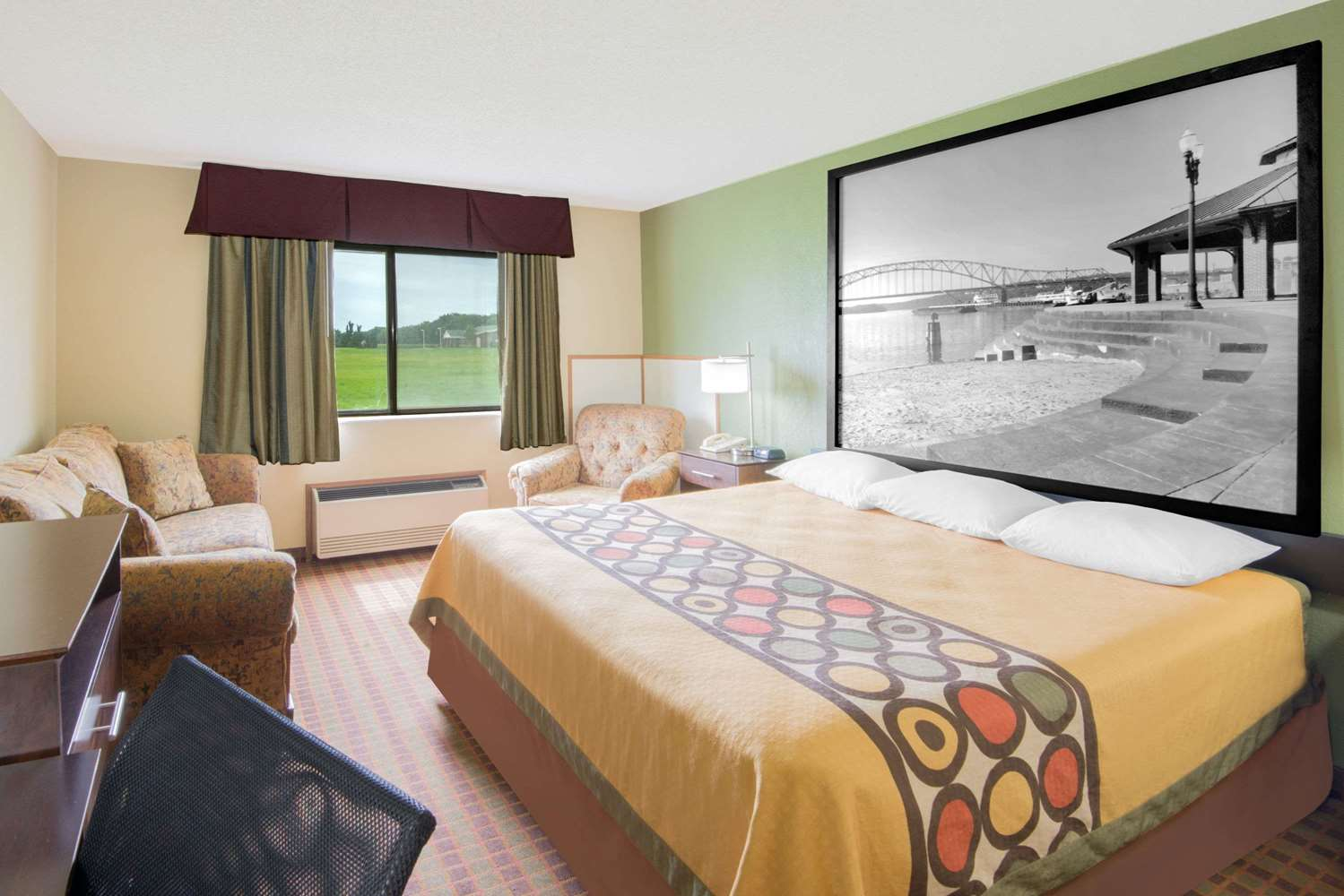 Suite - Super 8 Hotel Story City