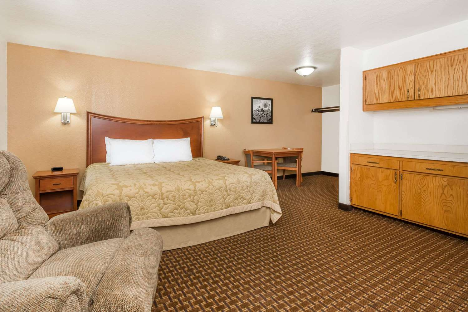 Suite - Super 8 Hotel Goodland