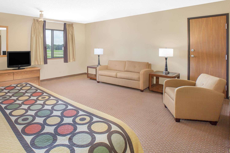 Suite - Super 8 Hotel Mt Pleasant
