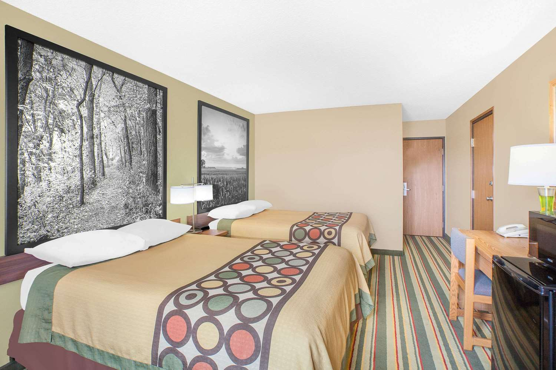 Room - Super 8 Hotel Mt Pleasant