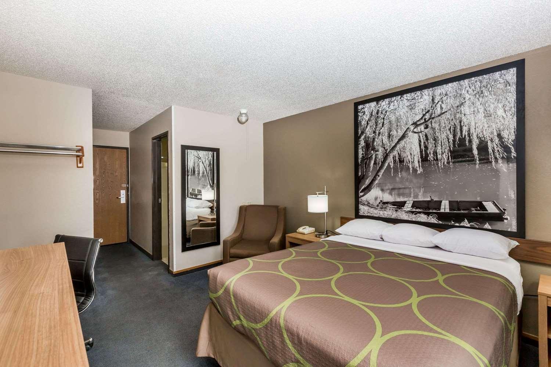 Room - Super 8 Hotel Hays