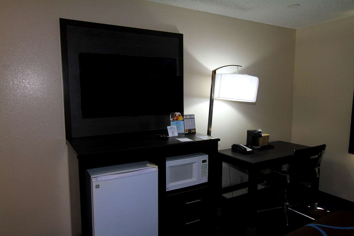 Room - Super 8 Hotel Lenexa
