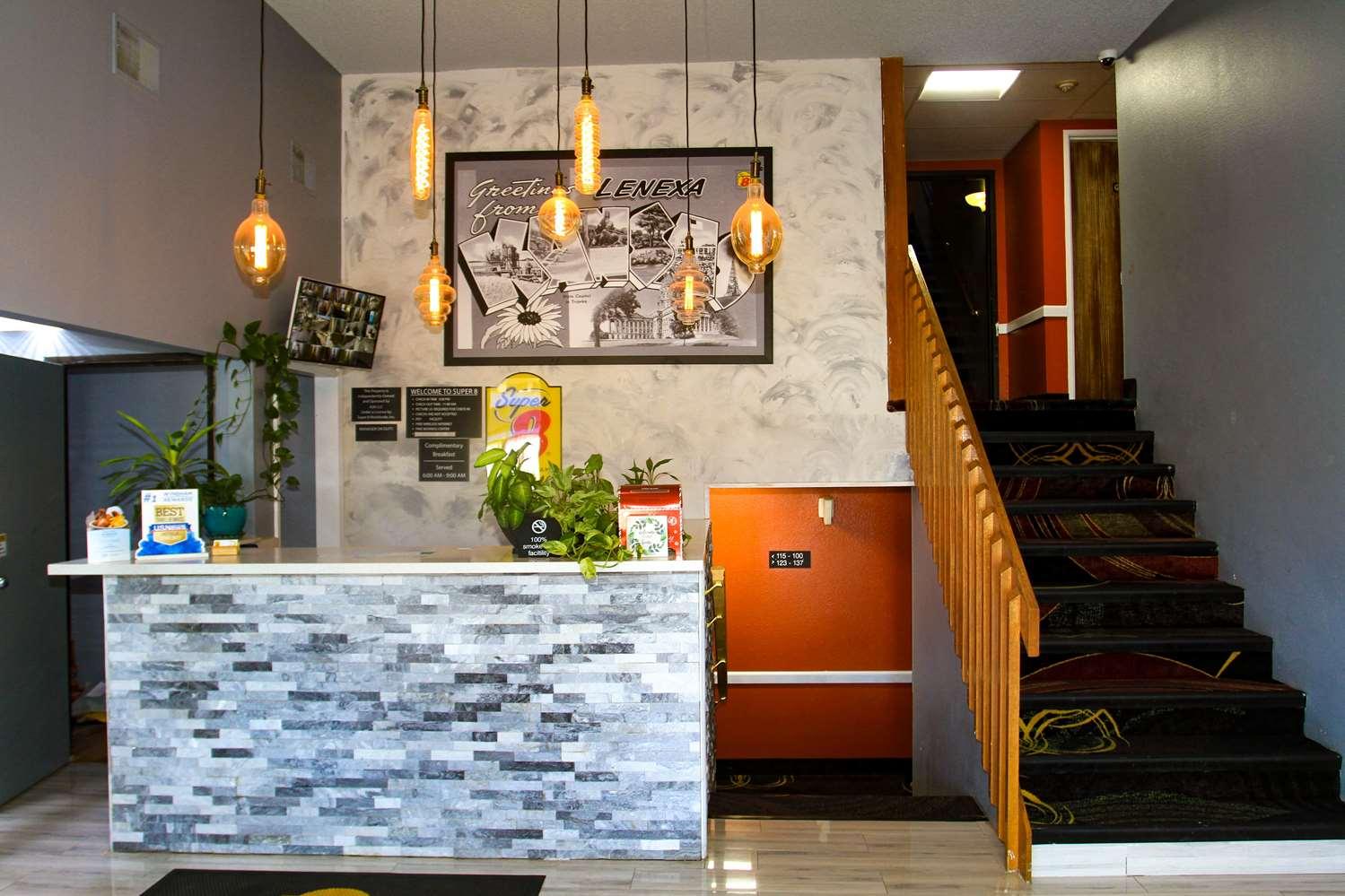 Lobby - Super 8 Hotel Lenexa