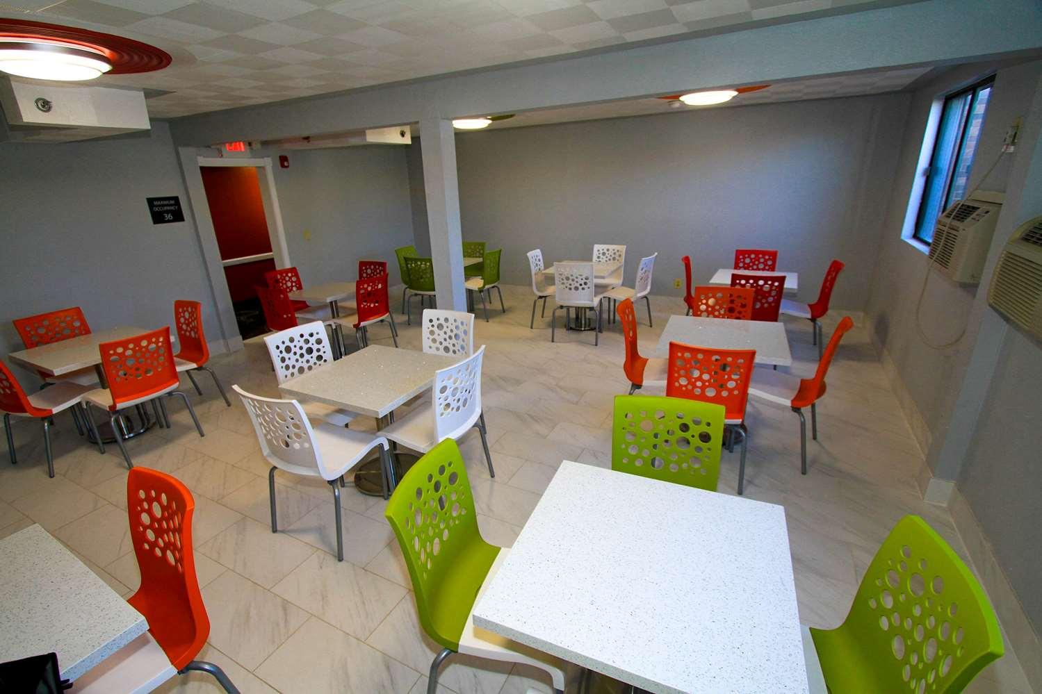 proam - Super 8 Hotel Lenexa
