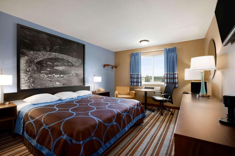 Room - Super 8 Hotel Council Bluffs