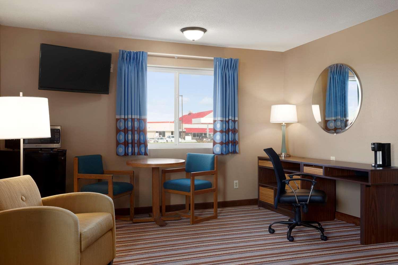 Suite - Super 8 Hotel Council Bluffs