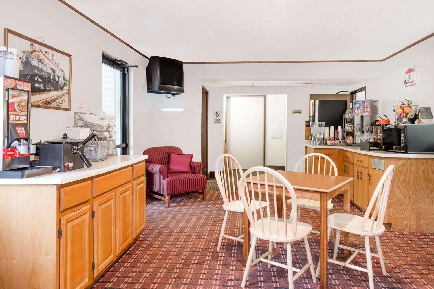 proam - Super 8 Hotel LaVale