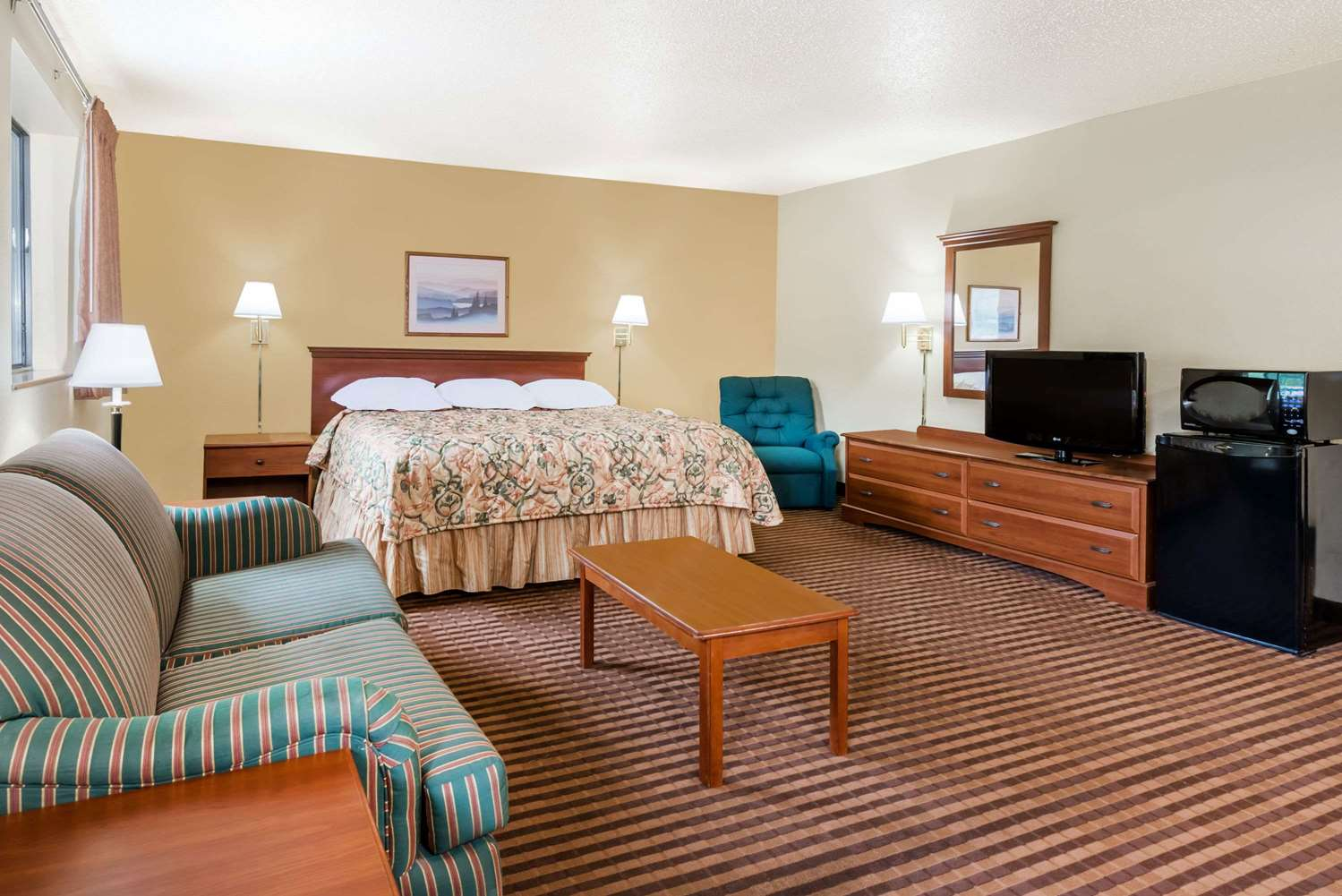 Suite - Super 8 Hotel LaVale