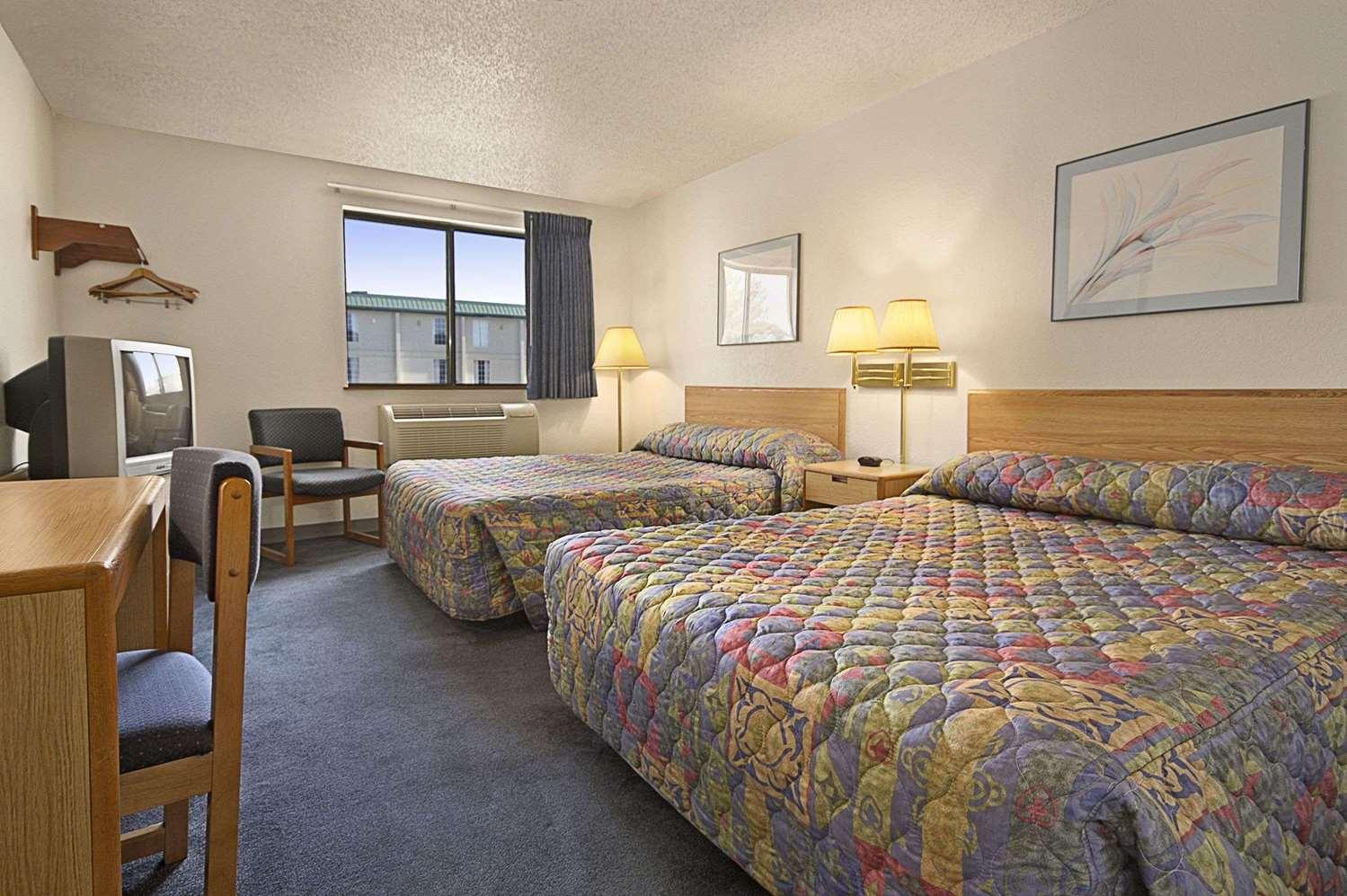 Room - Super 8 Hotel North I-44 Springfield