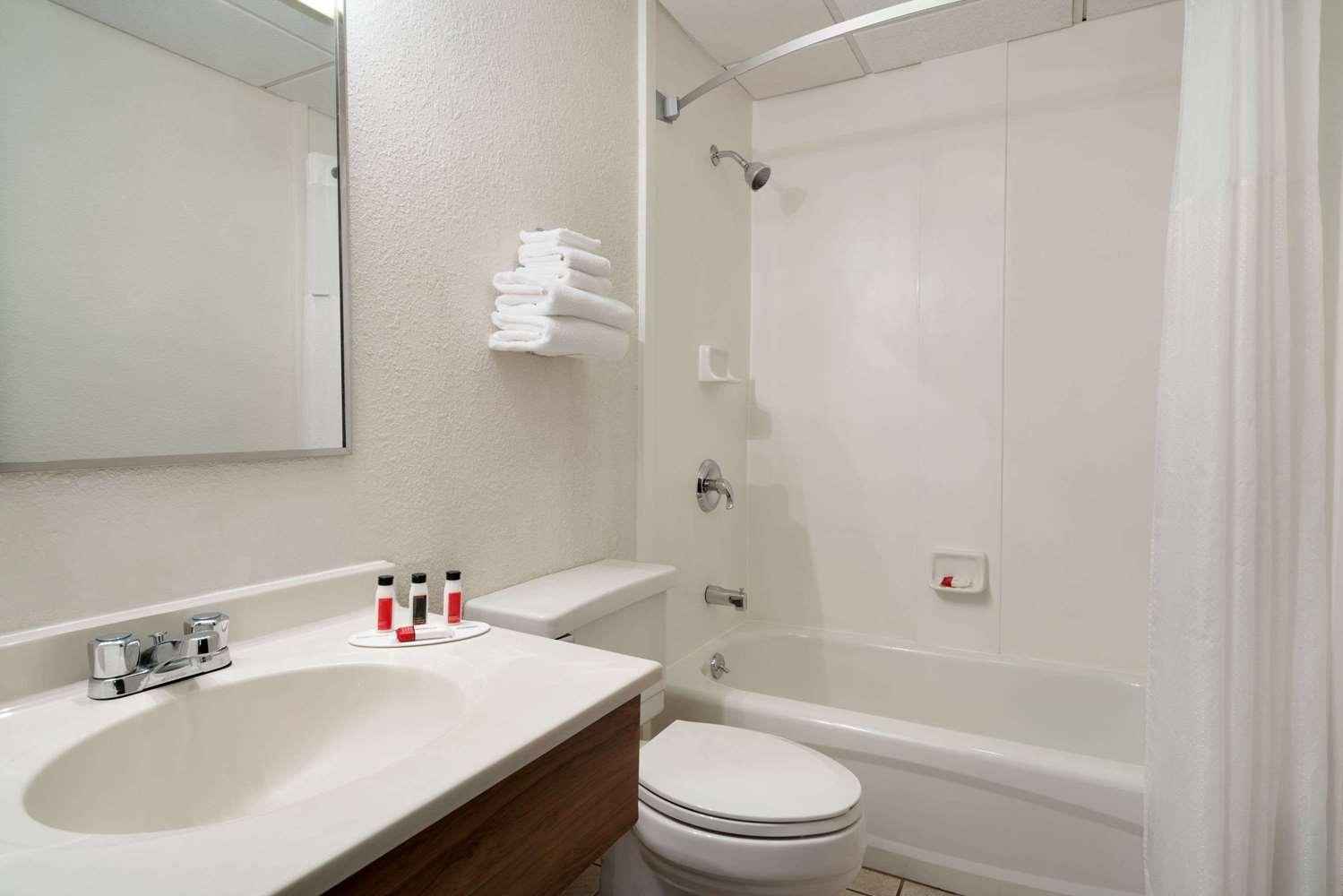Room - Super 8 Hotel Westbrook