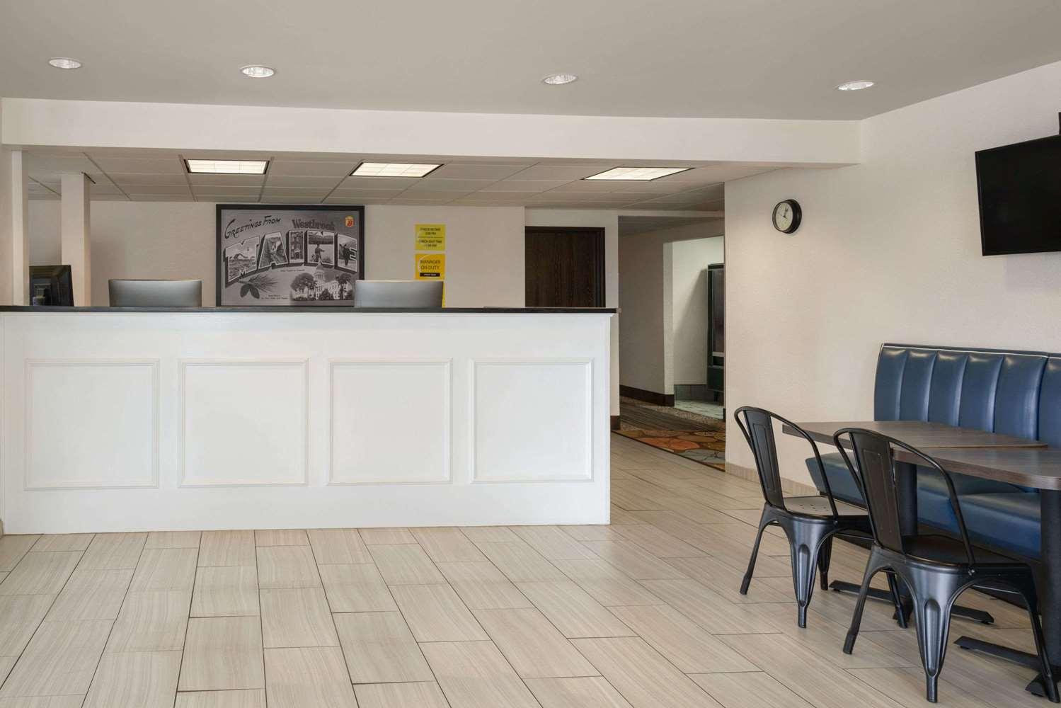 Lobby - Super 8 Hotel Westbrook