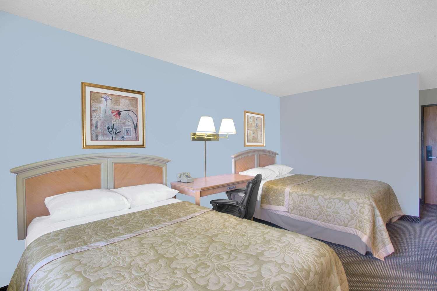 Room - Super 8 Hotel Augusta