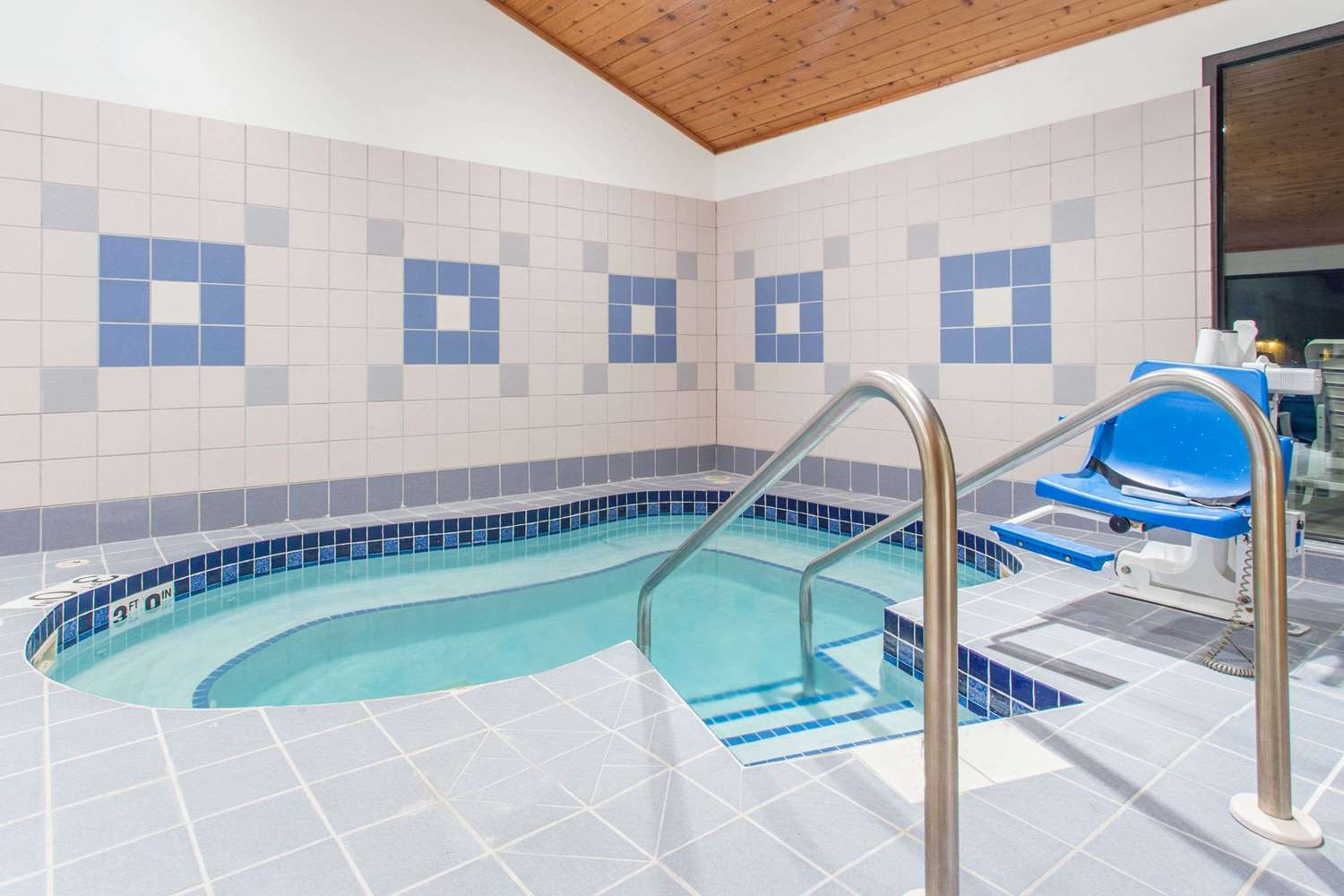 Pool - Super 8 Hotel Dodgeville