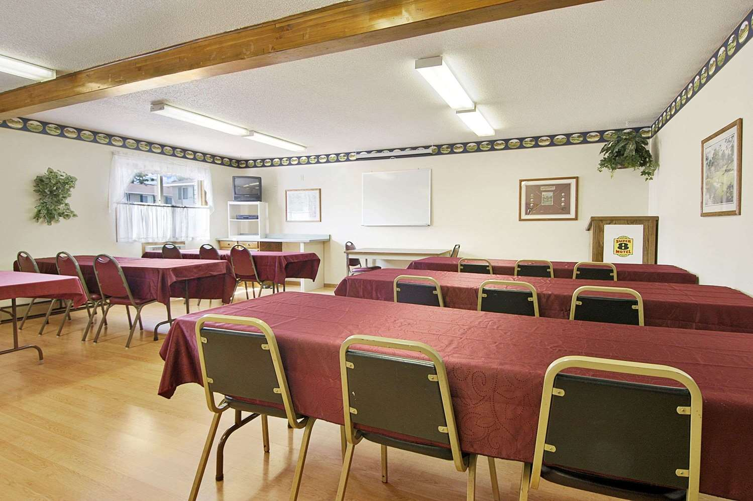 Meeting Facilities - Super 8 Hotel Iron Mountain