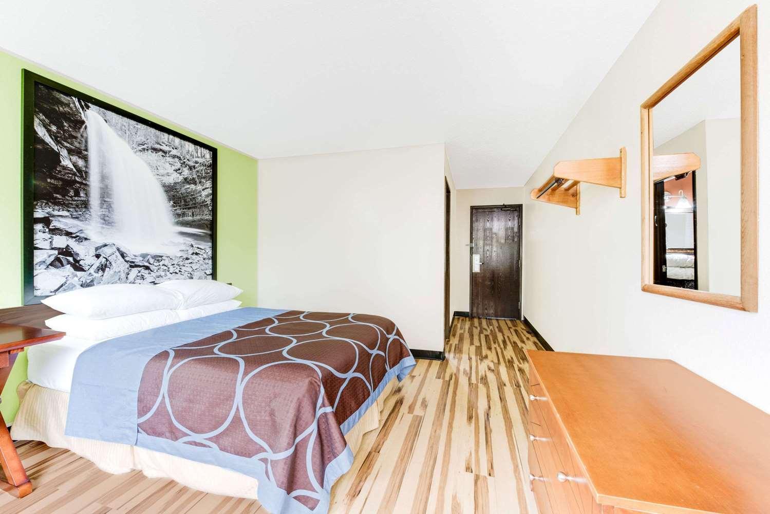 Room - Super 8 Hotel Hagerstown