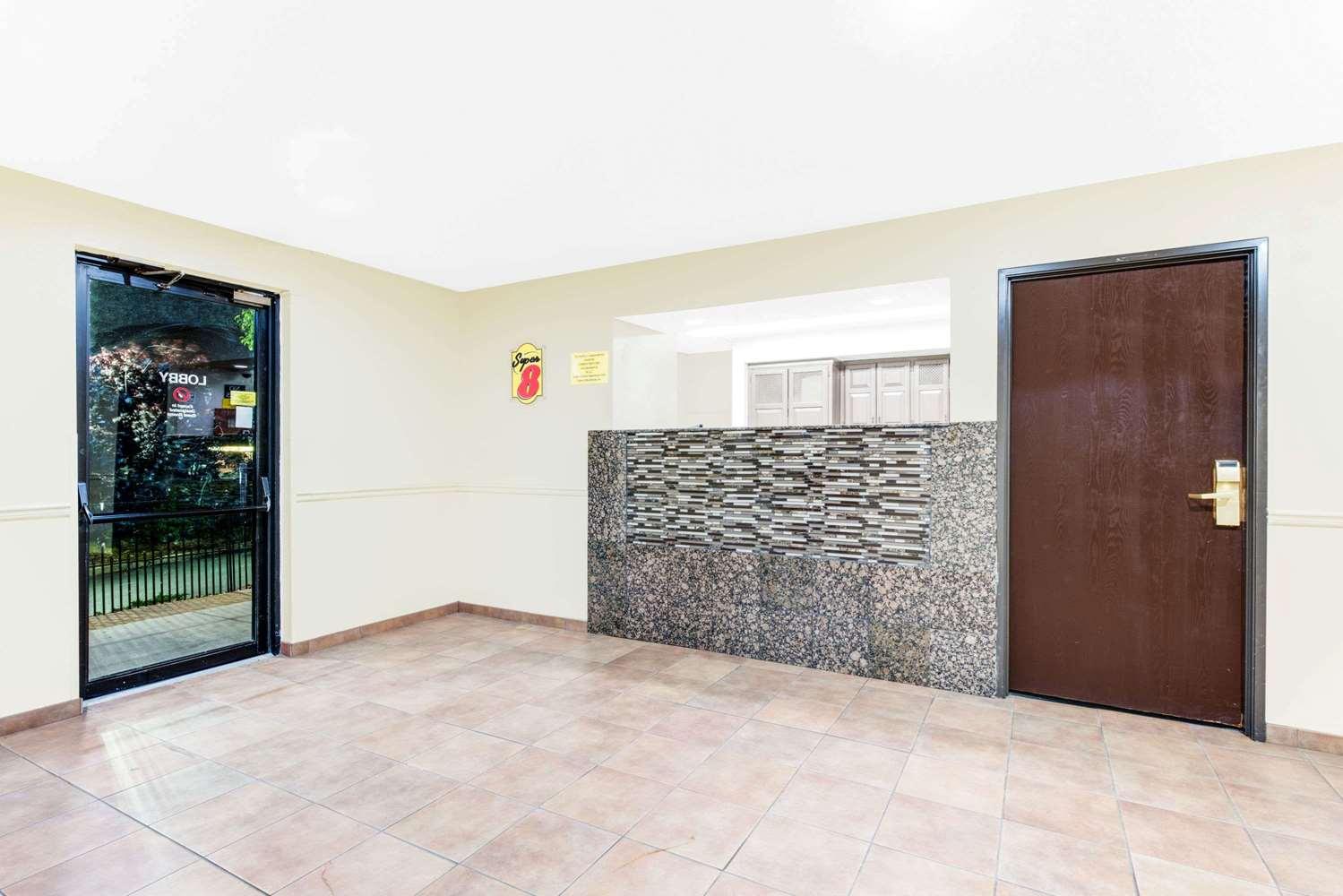 Lobby - Super 8 Hotel Hagerstown