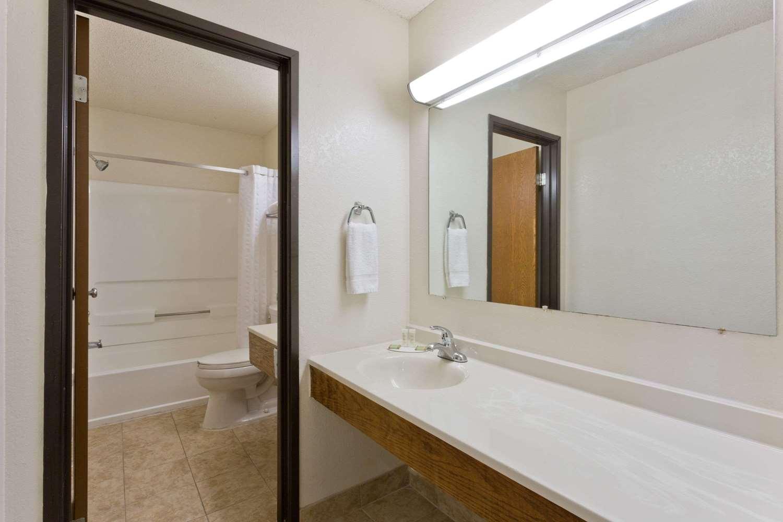 Suite - Super 8 Hotel Lexington Park California