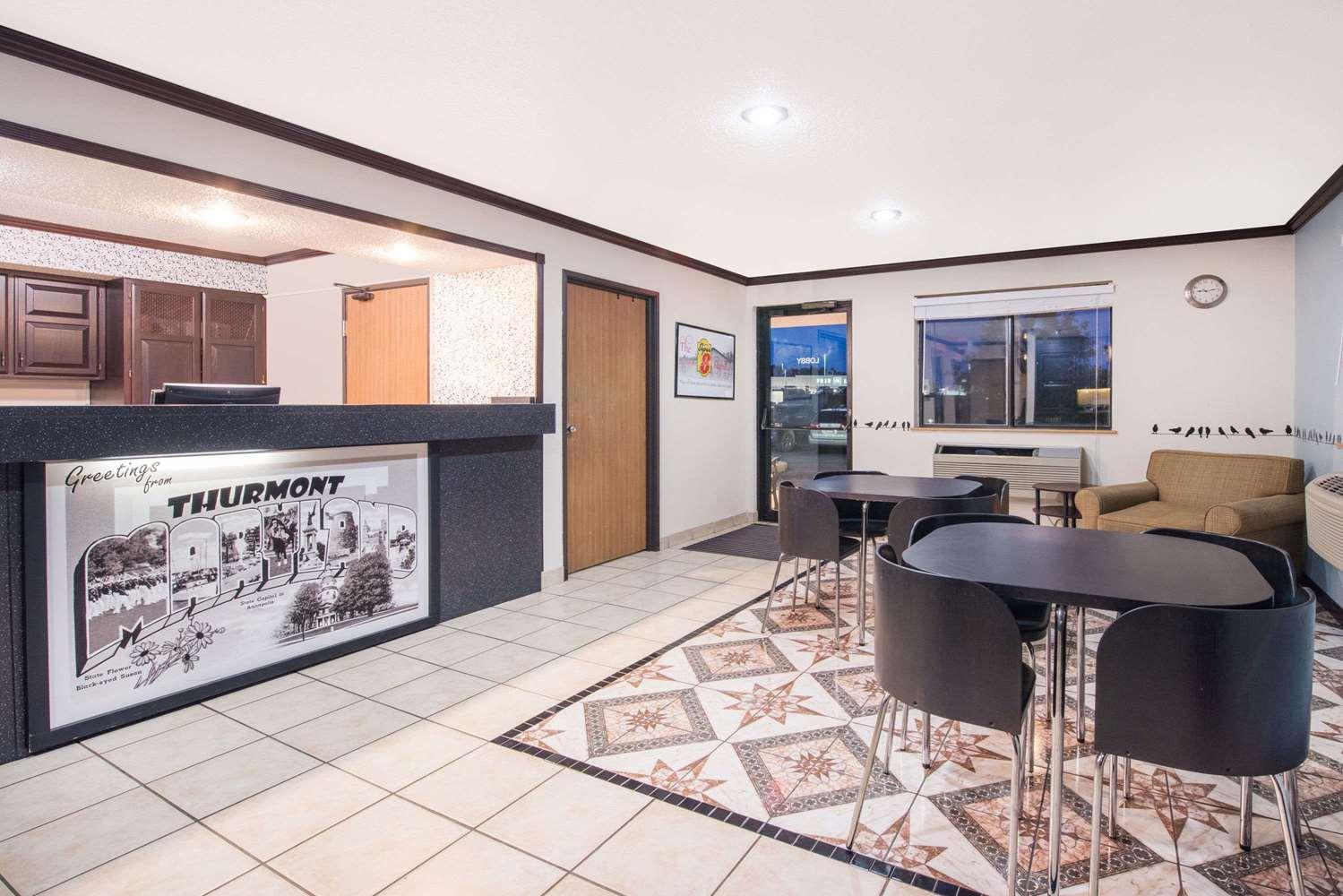 Lobby - Super 8 Hotel Thurmont