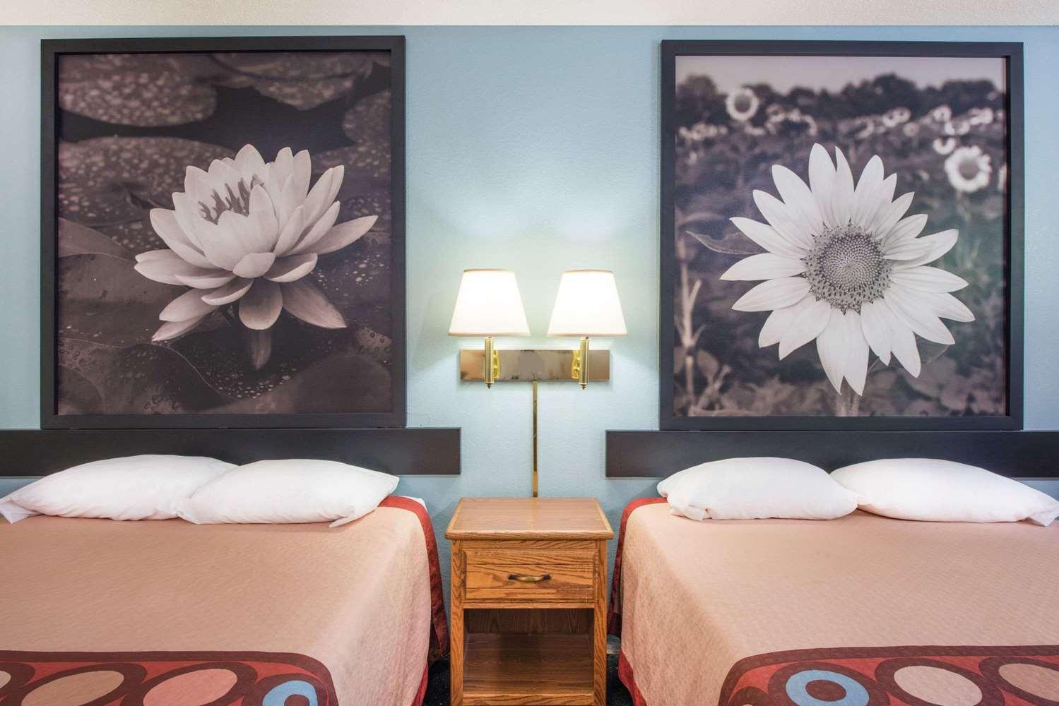 Room - Super 8 Hotel Thurmont