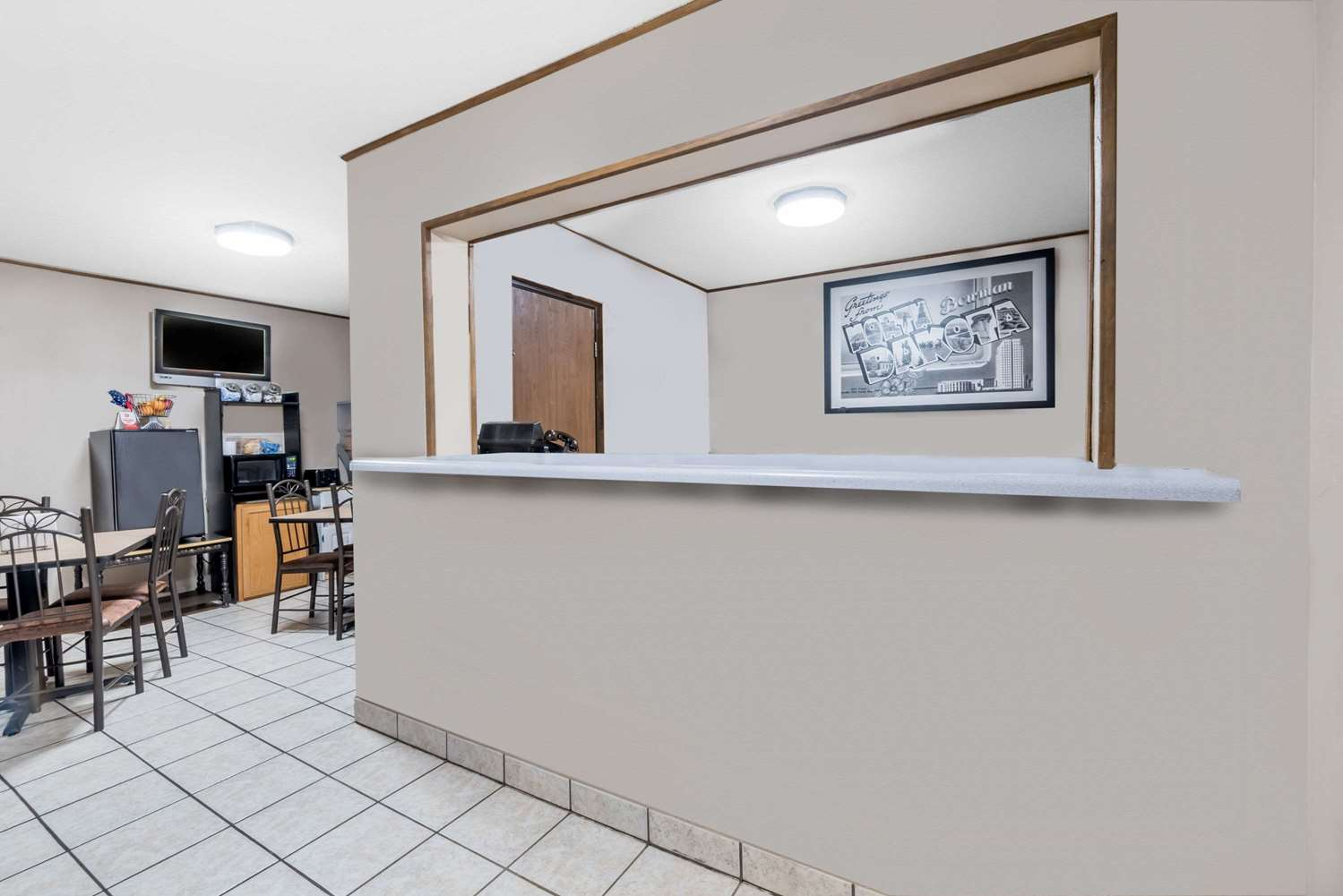 Lobby - Super 8 Hotel Bowman