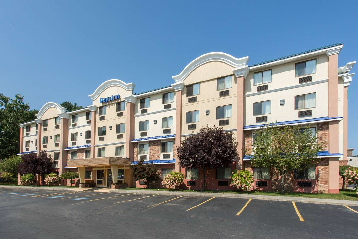 Exterior view - Days Inn Leominster