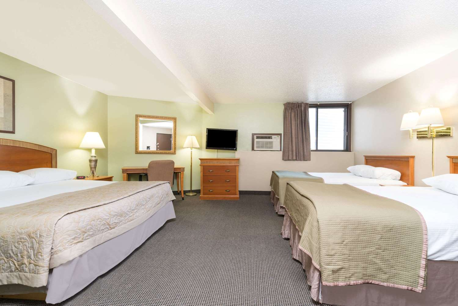 Room - Super 8 Hotel I-29 West Acres Mall Fargo