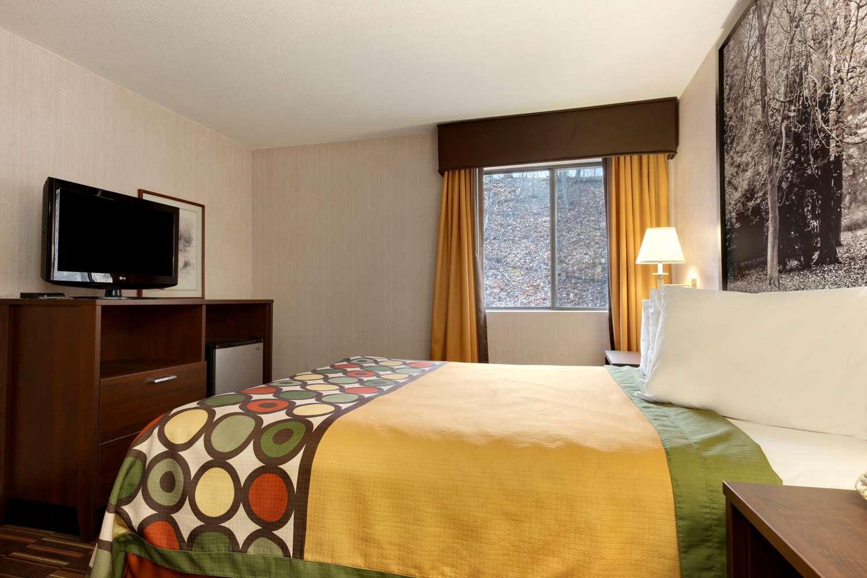 Suite - Super 8 Hotel West Springfield