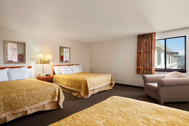 Room - Super 8 Hotel Coeur d'Alene