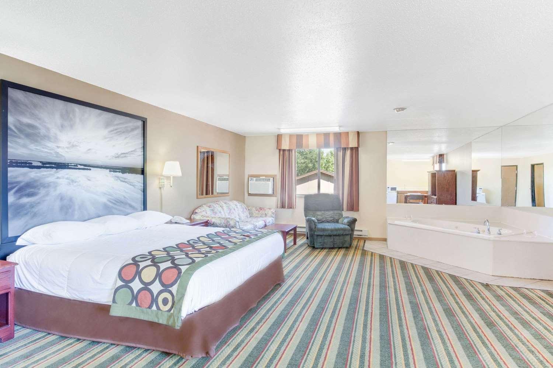Room - Super 8 Hotel Mitchell