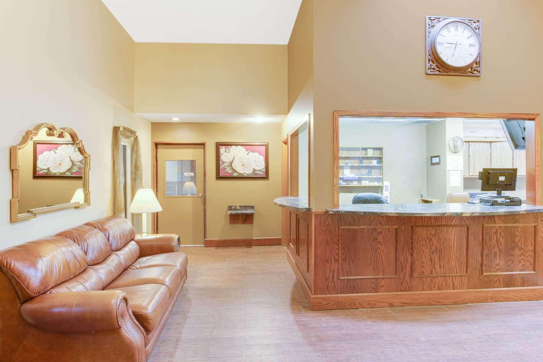 Lobby - Super 8 Hotel Mitchell