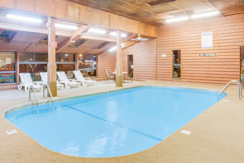 Pool - Super 8 Hotel Mitchell
