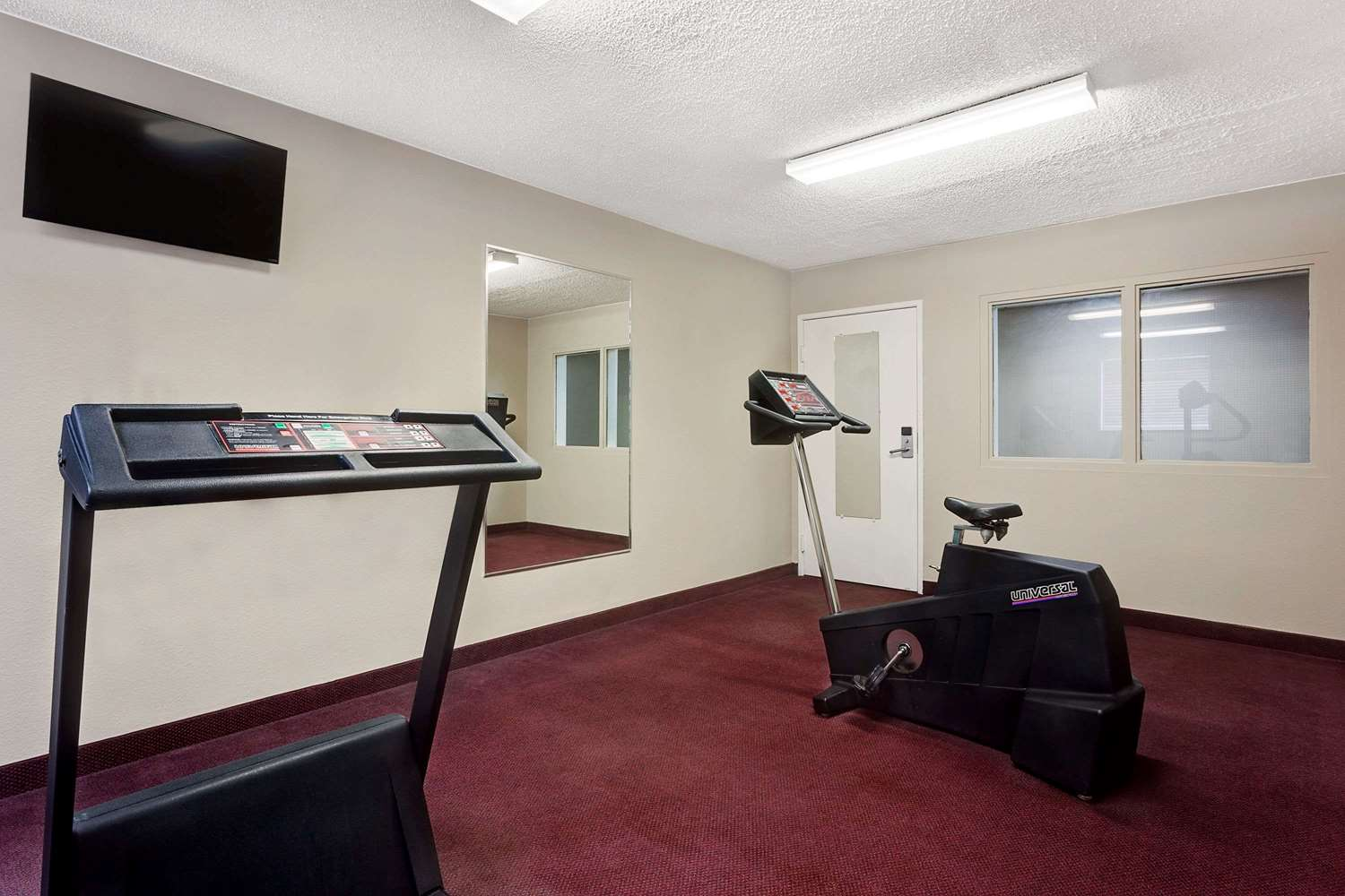 Fitness/ Exercise Room - Super 8 Hotel Helena