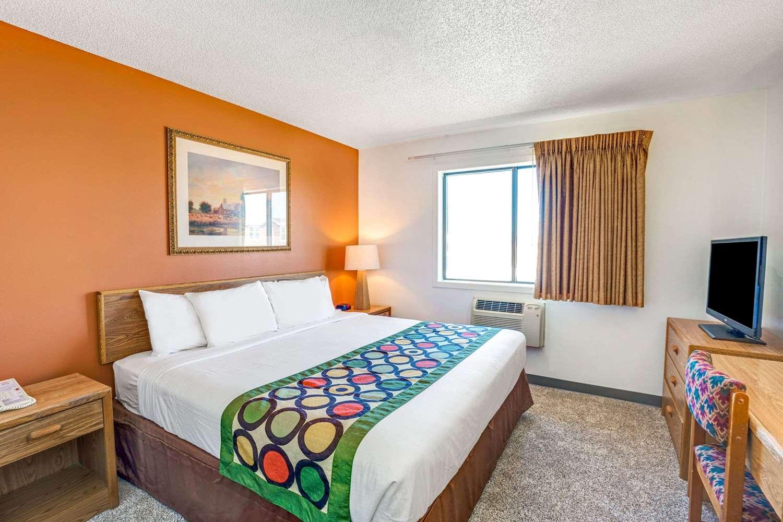 Room - Super 8 Hotel West Aberdeen