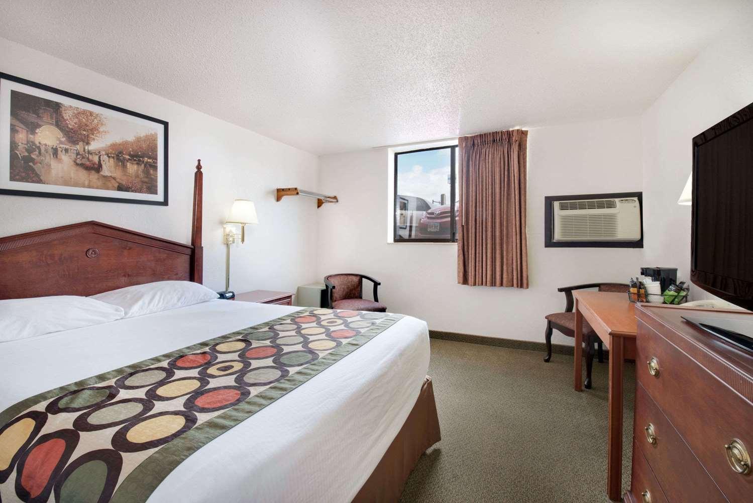 Room - Super 8 Hotel Lacrosse Street Rapid City