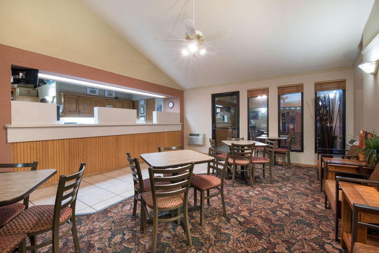 Lobby - Super 8 Hotel Lacrosse Street Rapid City