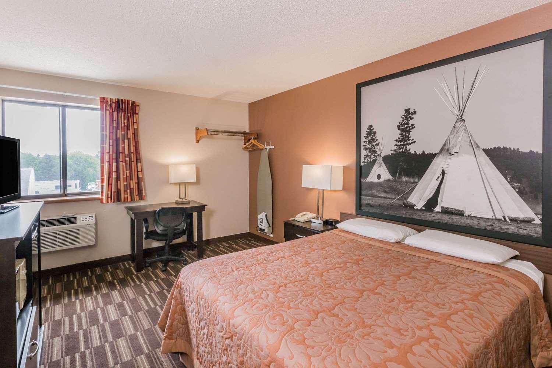 Room - Super 8 Hotel Madison