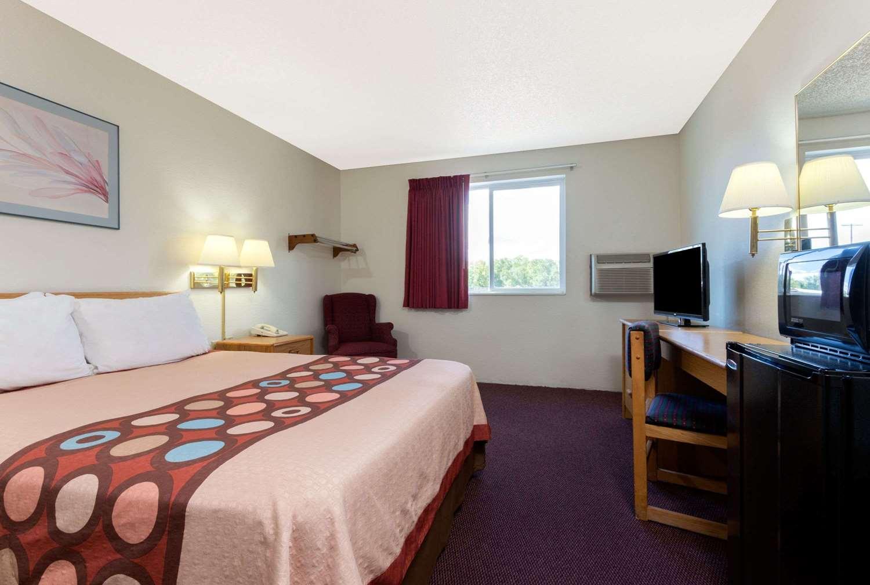 Room - Super 8 Hotel Raton