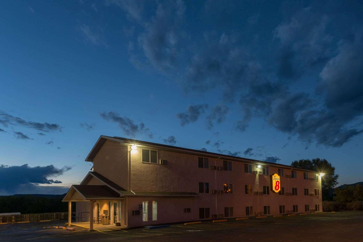 Exterior view - Super 8 Hotel Raton