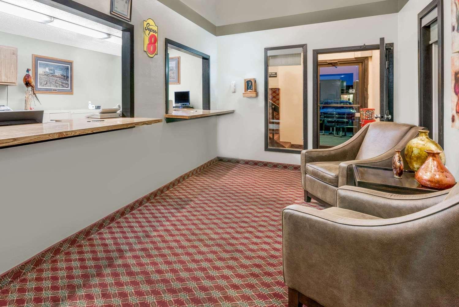 Lobby - Super 8 Hotel Huron