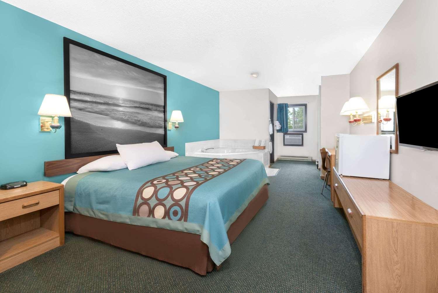 Suite - Super 8 Hotel Huron