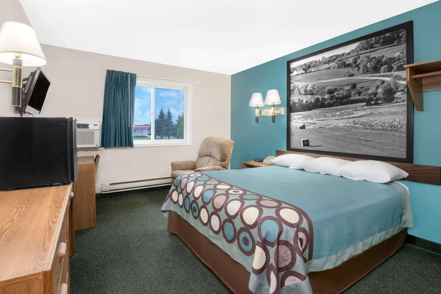 Room - Super 8 Hotel Huron