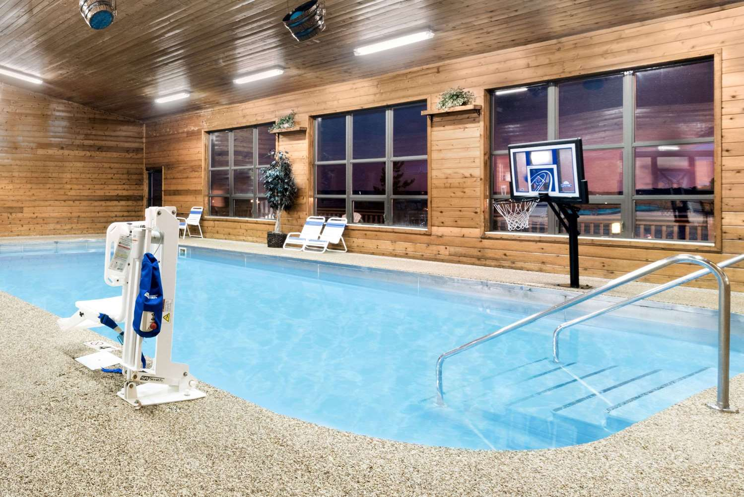 Pool - Super 8 Hotel Chamberlain