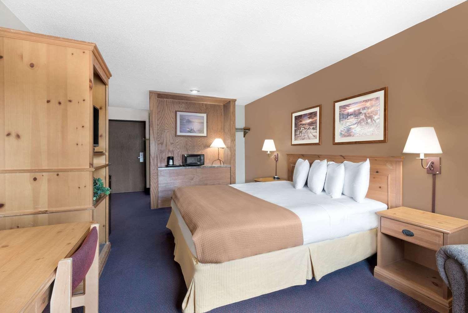 Room - Super 8 Hotel Chamberlain