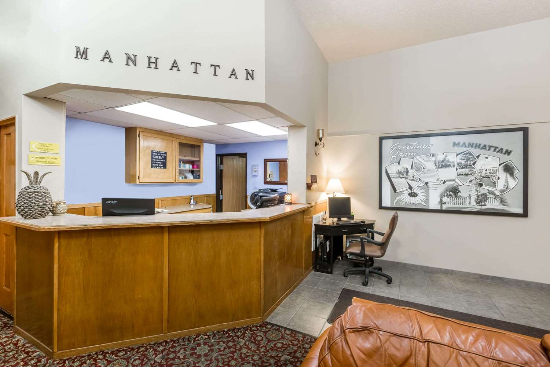 Lobby - Super 8 Hotel Manhattan