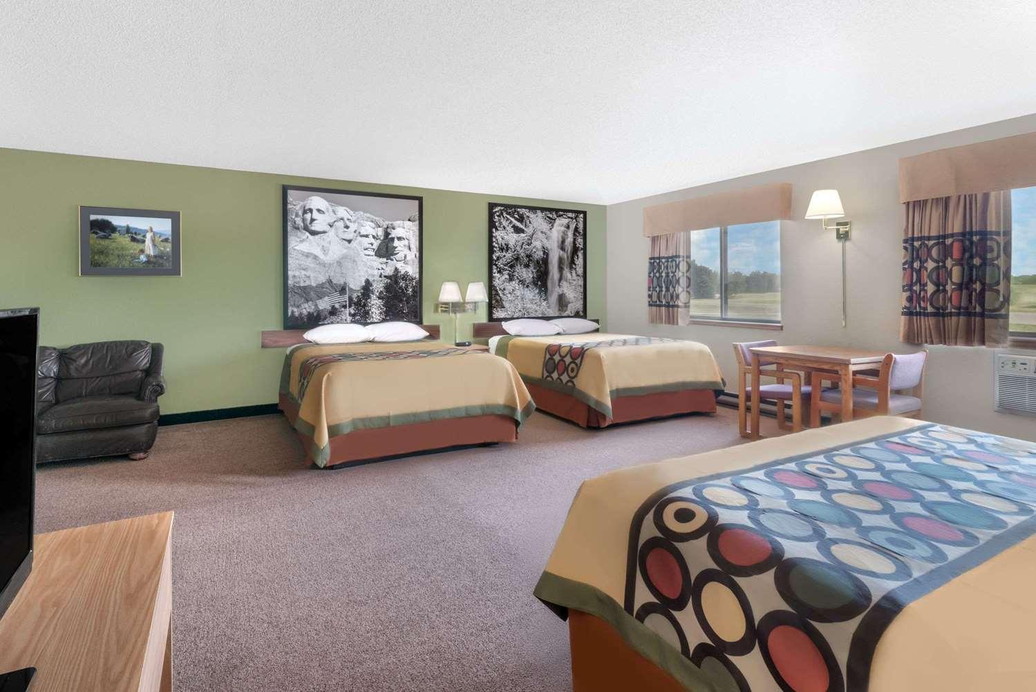 Suite - Super 8 Hotel Winner