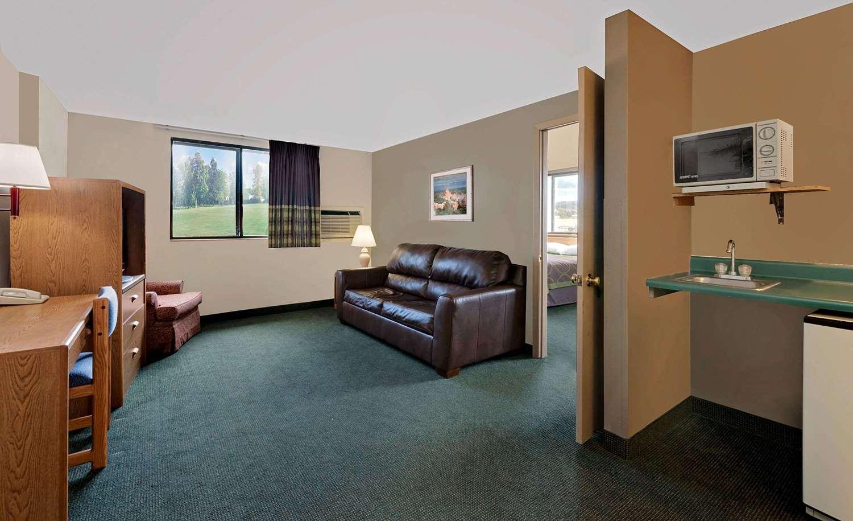 Suite - Super 8 Hotel Spearfish